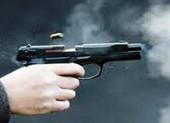 Đang ở quán cà phê, một thanh niên bị bắn vào cổ