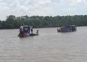 Chìm ghe ở cửa sông Ba Lai, 4 người chết, mất tích