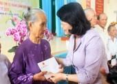Phó Chủ tịch nước tặng quà tết tại Tiền Giang