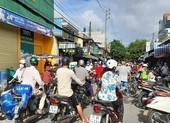 Bến Tre: Người dân đổ xô mua hàng trữ trước giờ giãn cách xã hội