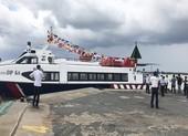 2 tàu thủy cao tốc đang chở hàng thiết yếu từ Tiền Giang về TP.HCM