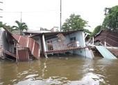 Clip: Sạt lở làm 5 căn nhà sụp xuống sông Cần Thơ