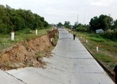 Đường phòng hộ đê biển tây Cà Mau sụp sâu 2 m, dài 120 m