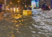 Mưa cực lớn, hàng loạt tuyến đường thành sông