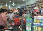 Dân Cà Mau đổ xô mua hàng trữ trước khi giãn cách xã hội