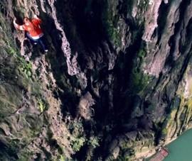 Nữ người nhện, leo vách đá 100m để kiếm sống