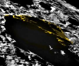 Phát hiện vật thể lạ trên bề mặt mặt trăng