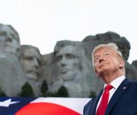 Ông Trump: Tạc tượng tôi lên núi Rushmore là ý tưởng hay ho