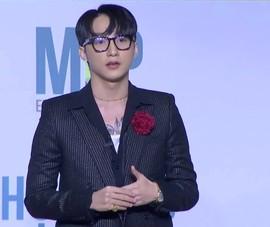 Sơn Tùng M-TP chính thức xuất hiện với gậy và vai trò chủ tịch