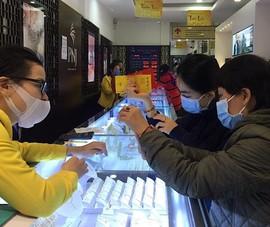 Đà Nẵng: Bịt kín khẩu trang đi mua vàng ngày vía Thần Tài