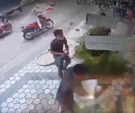 Đồng Nai: 'Khủng bố' bằng vòng hoa tang, đâm gục người ở chợ