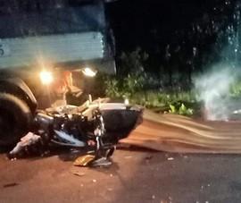Đồng Nai: Tông phía sau xe tải dừng bên đường, 2 người chết