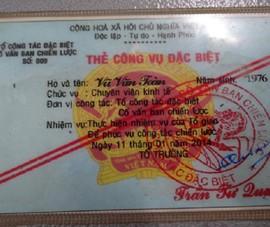 Khởi tố cán bộ dỏm dùng 'thẻ công vụ' gặp người Trung Quốc khu cách ly