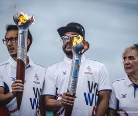 Chùm ảnh ngọn đuốc SEA Games về đến Manila chờ ngày bùng cháy