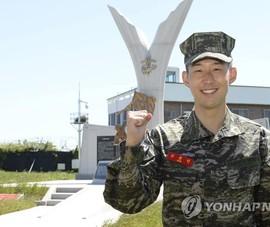 Son Heung-min tốt nghiệp khóa quân sự loại ưu