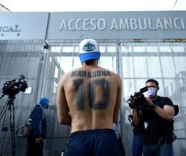 Maradona Livestream trong phòng hồi sức