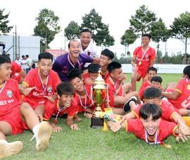 Thầy trò Huynh Kesley bảo vệ thành công ngôi vô địch