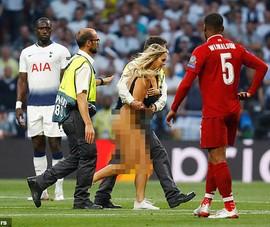 Chung kết Champions League toàn Anh... nhớ cô gái quậy