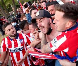 Aletico lên ngôi La Liga, một cậu bé chết khi fan ăn mừng