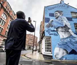 'Nửa thành' Manchester chuẩn bị đón ngôi vô địch trong dè dặt