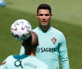 Ronaldo: 'Đừng nói COVID-19 nữa, chúng ta đã mệt mỏi lắm rồi!'