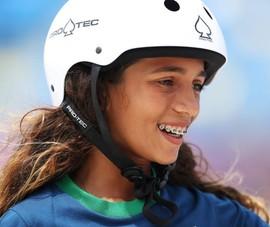 Vừa từ Olympic về, bé gái 13 tuổi tìm... luật sư