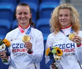 Krejcikova và Siniakova lại....lượm vàng