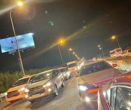 Kẹt xe kéo dài trên cao tốc TP.HCM - Dầu Giây