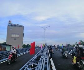Khẩn trương lắp thêm biển cấm xe tải qua cầu An Phú Đông