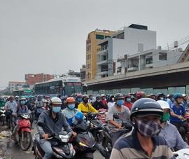 Chùm ảnh: Người dân quận Bình Tân TP.HCM mòn mỏi chờ 2 cây cầu