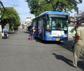 Xe buýt di động bán rau củ giá bình ổn khắp TP.HCM