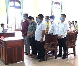 Đang xử 7 người đưa hối lộ cho 8 thanh tra giao thông