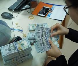 Tỉ giá diễn biến trái chiều trên ngân hàng và thị trường tự do