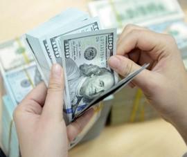 Giá USD chợ đen 'bay' nhanh như vũ bão