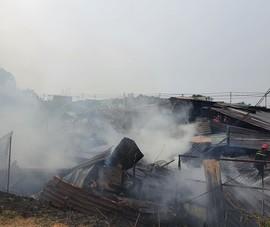 Hóc Môn: Cháy dữ dội xưởng gỗ hàng trăm mét vuông
