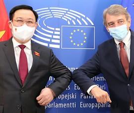 Chủ tịch Quốc hội đề nghị EP hỗ trợ, chia sẻ vaccine 'dôi dư'