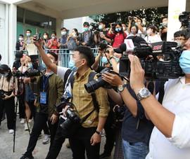 Nhà báo cùng xông vào cuộc chiến chống COVID-19