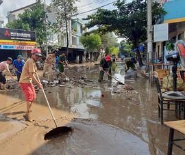 Miền Trung: Nước lũ lên nhanh, nhiều nơi ngập sâu