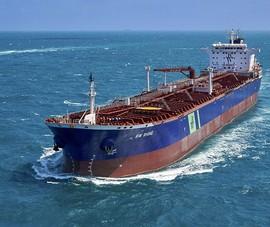 Tàu dầu Singapore nổ ở cảng Saudi Arabia, khả năng bị tấn công