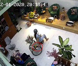 TP.HCM: 2 phụ nữ chuyên đi trộm điện thoại ở Thủ Đức
