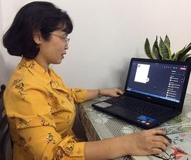 Học sinh cuối cấp tập trung cao độ học qua mạng