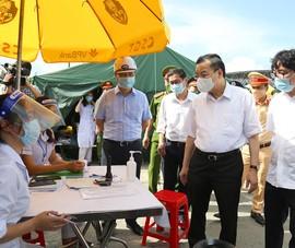 Chủ tịch Hà Nội: Không để ùn tắc ở chốt kiểm soát COVID-19