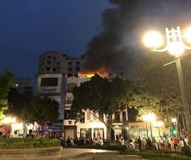Cháy rực kèm theo nổ lớn, nhiều người hoảng sợ