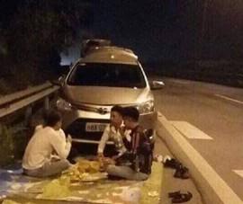 Thêm 1 trường hợp dừng xe mở tiệc ăn uống trên cao tốc
