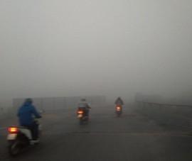 Sương mù dày đặc bất thường ở Hà Nội