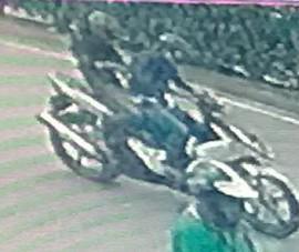 1 phụ nữ bị cướp giật iPhone, lôi khỏi xe máy
