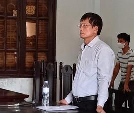 Bị cáo đề nghị thay kiểm sát viên nhưng bị tòa bác