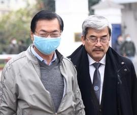 Đến tòa, cựu bộ trưởng Vũ Huy Hoàng: Tâm trạng tôi rất khó nói