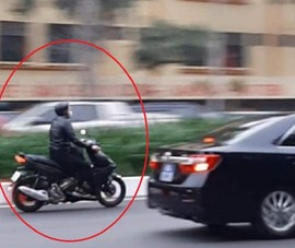 Xử lý tài xế xe máy phóng vù vù vào phần đường ưu tiên