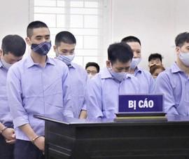 Bất ngờ hoãn xử 4 cựu thanh tra 'bảo kê logo xe vua'